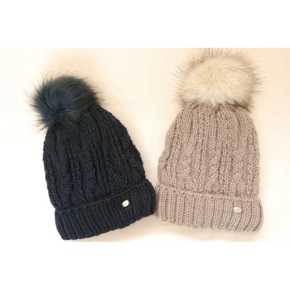 Kepurė PIKEUR su bumbulu